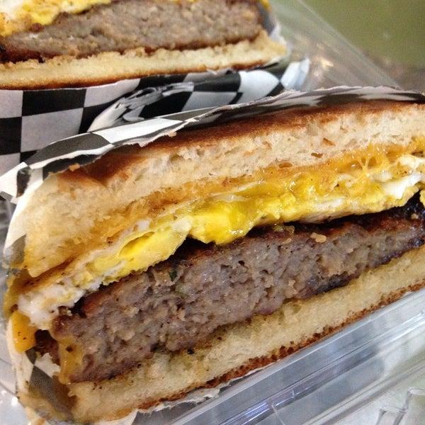 Foto tirada no(a) Proper Sausages por Burger B. em 10/31/2014