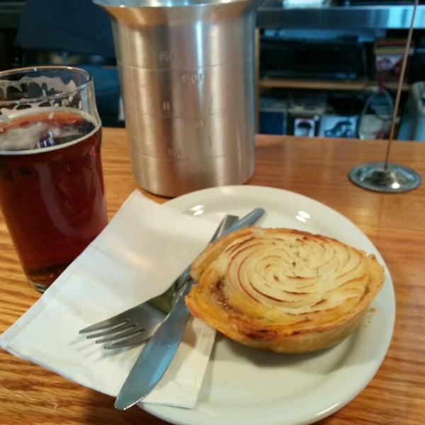 Foto tirada no(a) SingleCut Beersmiths por Regina C. em 12/1/2013