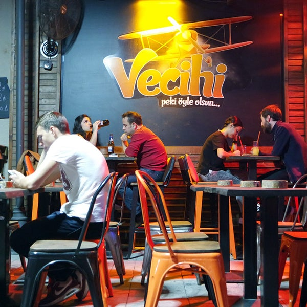 Foto diambil di Vecihi oleh Vecihi pada 12/3/2017