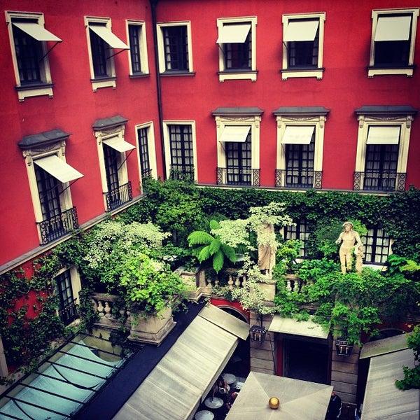 Foto diambil di Hôtel Costes oleh Nick L. pada 6/24/2013