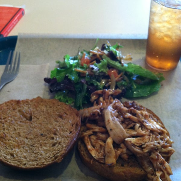 Foto tirada no(a) Sandwich Me In por Justin B. em 2/10/2013