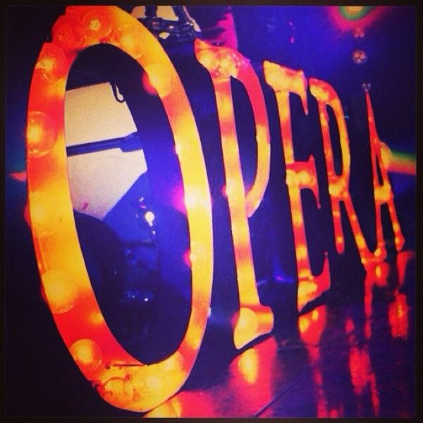 รูปภาพถ่ายที่ Opera Teatro Bar โดย Quique C. เมื่อ 5/11/2014