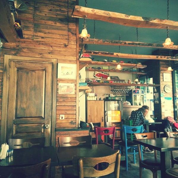 10/1/2014 tarihinde Sumeyye P.ziyaretçi tarafından Tosbağa Cafe'de çekilen fotoğraf