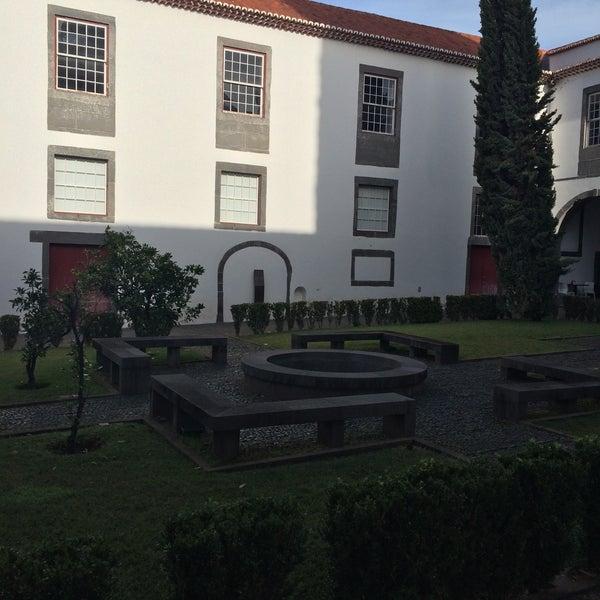 Foto diambil di Colégio dos Jesuítas do Funchal oleh Mac S. pada 12/5/2015