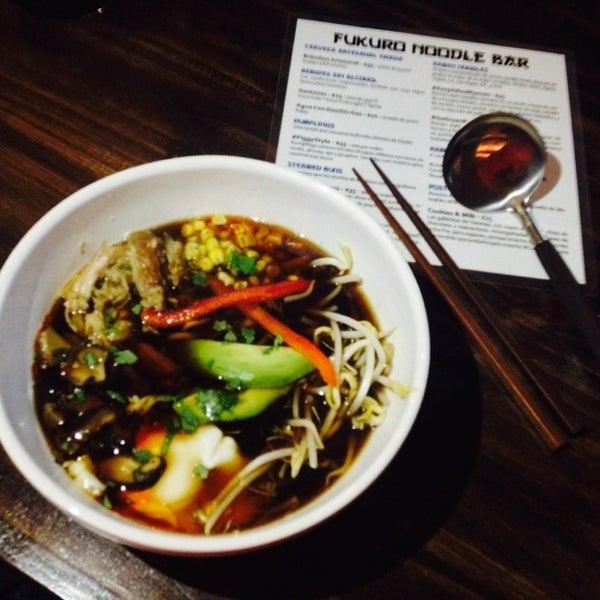 Foto tirada no(a) Fukuro Noodle Bar por Flor C. em 10/13/2013