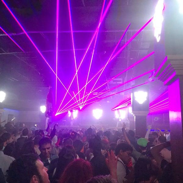 Das Foto wurde bei Foundation Nightclub von JJ R. am 10/29/2017 aufgenommen