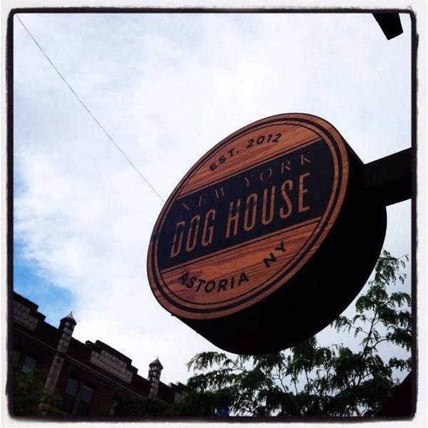 Foto diambil di New York Dog House oleh Vadik S. pada 8/24/2014