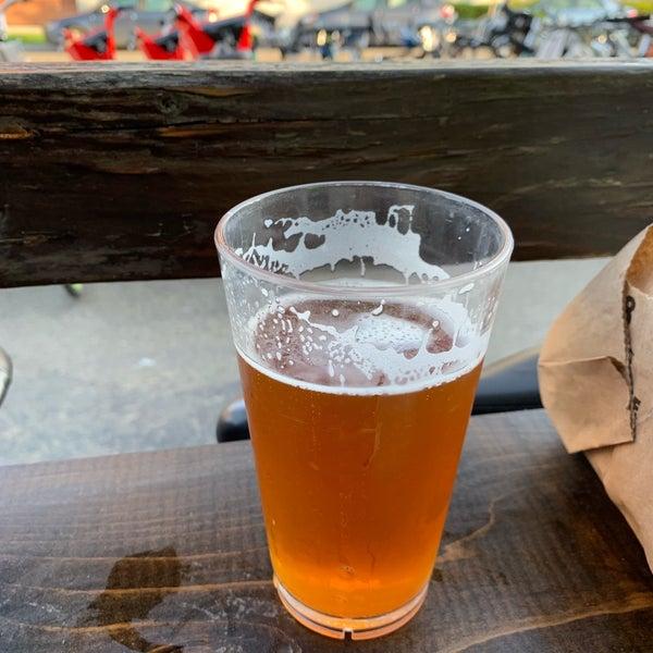 รูปภาพถ่ายที่ Peddler Brewing Company โดย Kristoffer J. เมื่อ 6/1/2019