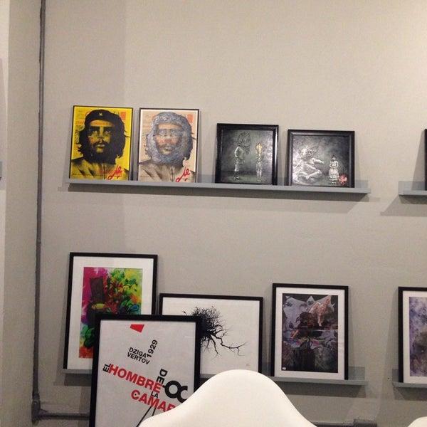 Foto diambil di Tinta Naranja Urban Gallery oleh Mark J. pada 10/24/2013