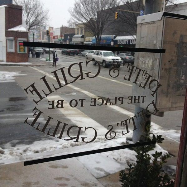 Foto tirada no(a) Pete's Grille por Alex R. em 1/25/2014