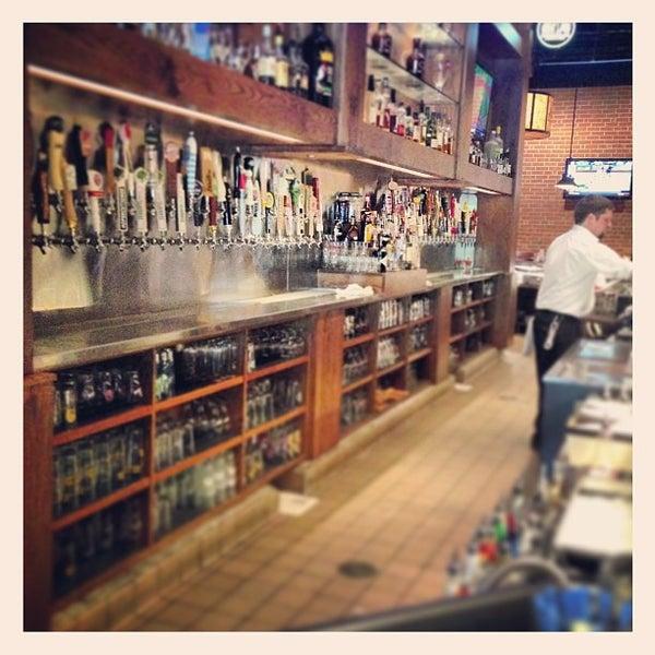 รูปภาพถ่ายที่ Tyler's Restaurant & Taproom โดย AJ V. เมื่อ 4/16/2013