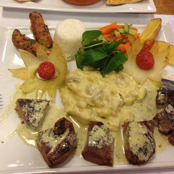 Foto diambil di Topçu Restaurant oleh Arzu M. pada 11/4/2014