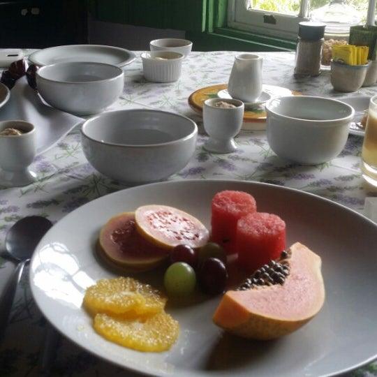 รูปภาพถ่ายที่ Ronco do Bugio Pouso e Gastronomia โดย Felipe M. เมื่อ 6/8/2014