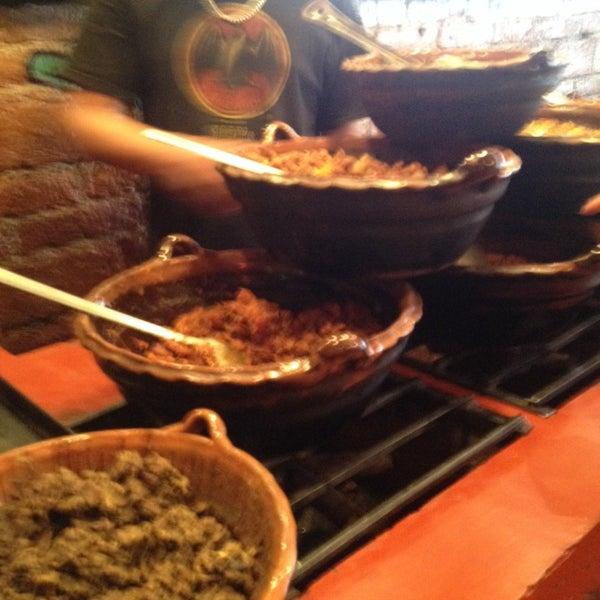 รูปภาพถ่ายที่ Tacos Gus โดย Alberto F. เมื่อ 1/29/2014