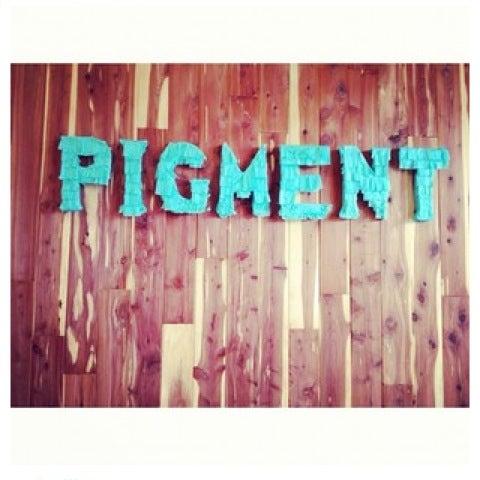 Foto tomada en Pigment por Jennifer B. el 11/29/2012