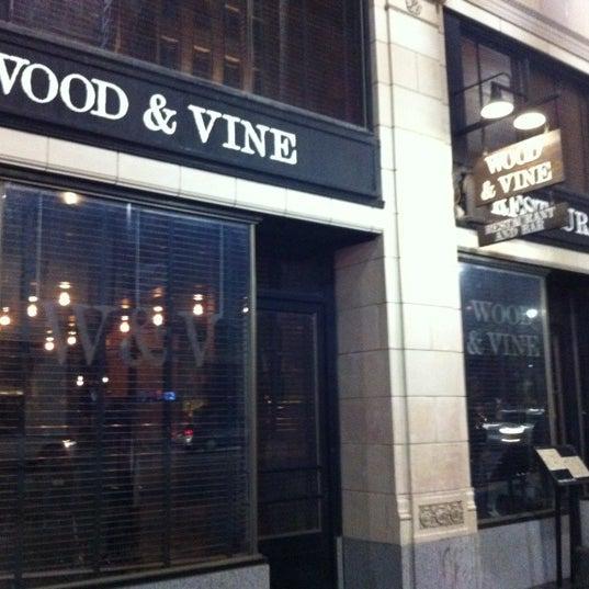 Photo prise au Wood & Vine par Valentino H. le11/1/2012