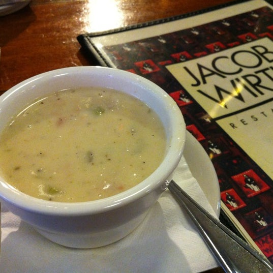 11/25/2012にValentino H.がJacob Wirth Restaurantで撮った写真