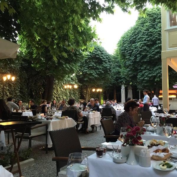 Foto diambil di Asitane Restaurant oleh Fusun N. pada 6/26/2015