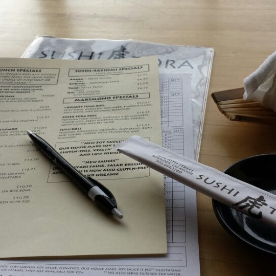 รูปภาพถ่ายที่ Sushi Tora โดย Paul R. เมื่อ 1/9/2014