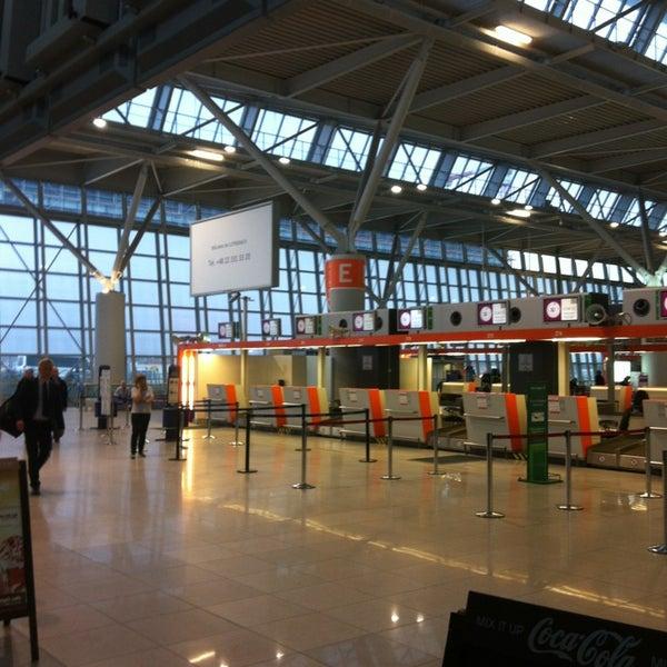 3/7/2013에 Tanya L.님이 바르샤바 쇼팽 공항 (WAW)에서 찍은 사진