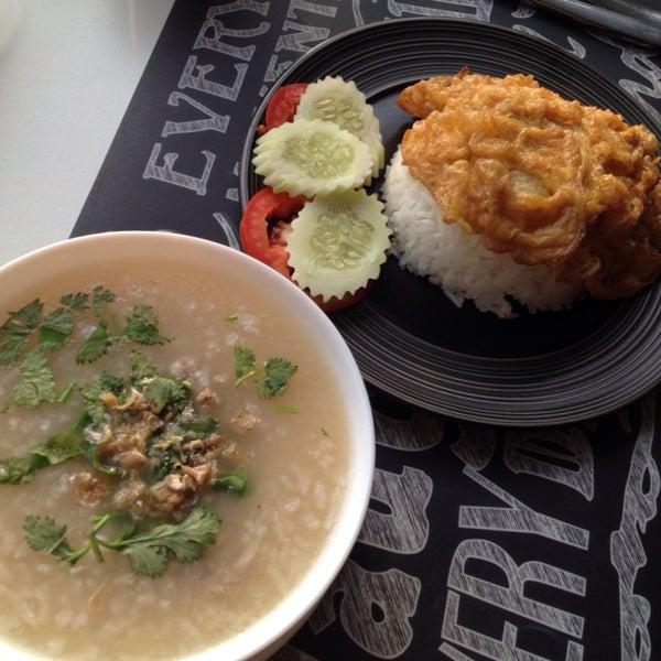 ข้าวไข่เจียวหมูสับใส่น้ำปลาพริก กับข้าวต้มหมูอร่อย