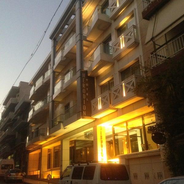 Foto scattata a Herodion Hotel da Kwok H. il 12/24/2012