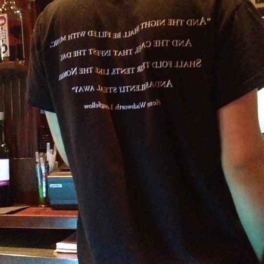 Foto scattata a The Dead Poet da Ken B. il 10/27/2012