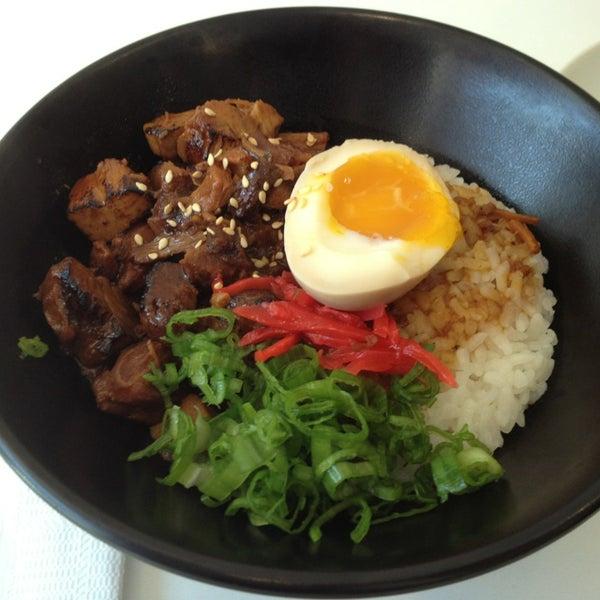 Das Foto wurde bei Chibiscus Asian Cafe & Restaurant von Grimly F. am 8/11/2013 aufgenommen
