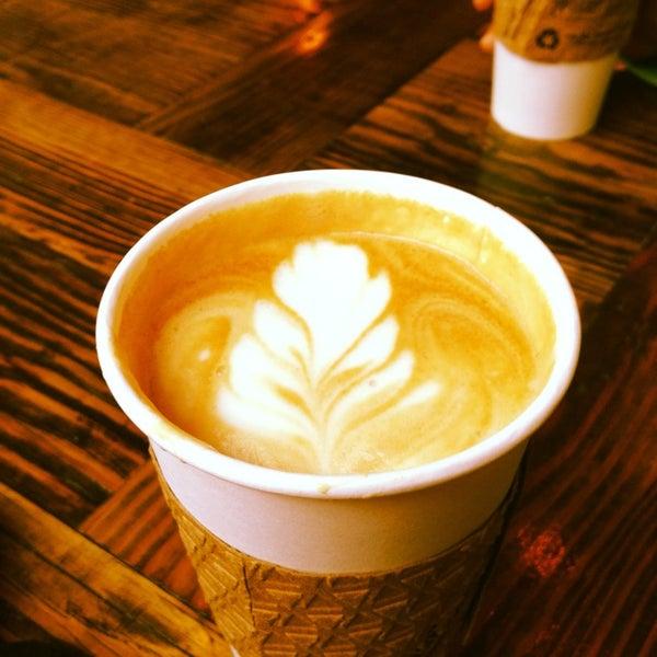Das Foto wurde bei Double Dutch Espresso von Danielle H. am 1/25/2014 aufgenommen