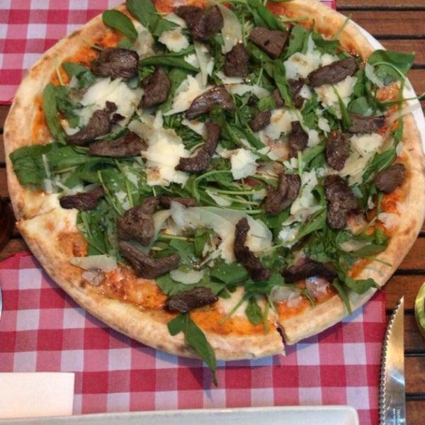 Das Foto wurde bei Il Vicino Pizzeria von Fevzi Kunter Erten am 10/30/2017 aufgenommen