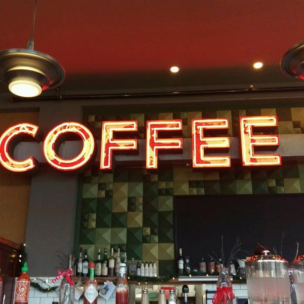 Foto diambil di Street 14 Cafe oleh Hugo N. pada 1/2/2017
