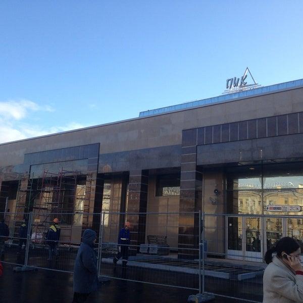 Снимок сделан в Сенная площадь пользователем Katherine C. 11/2/2013