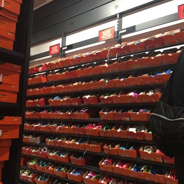 Nike Factory Store - Shop C70