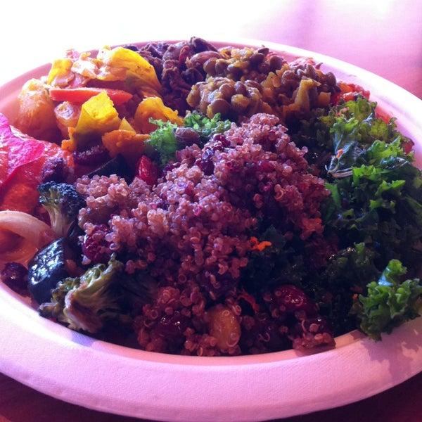 Foto scattata a Tsom Vegetarian Flavors da Kate B. il 6/11/2013