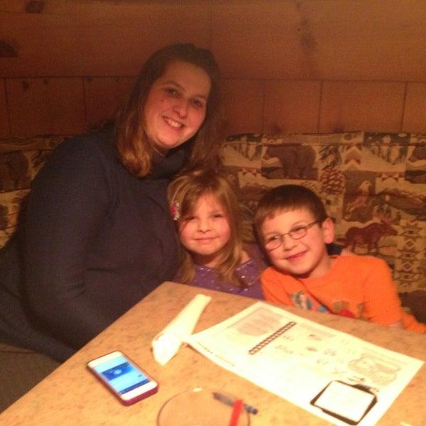 Das Foto wurde bei Timbers Inn Restaurant & Tavern von Greg V. am 1/28/2013 aufgenommen