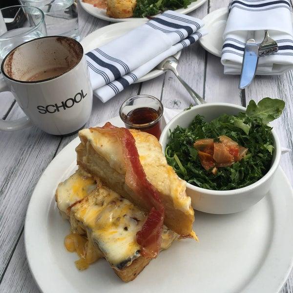8/14/2018 tarihinde Rachel G.ziyaretçi tarafından SCHOOL Restaurant'de çekilen fotoğraf