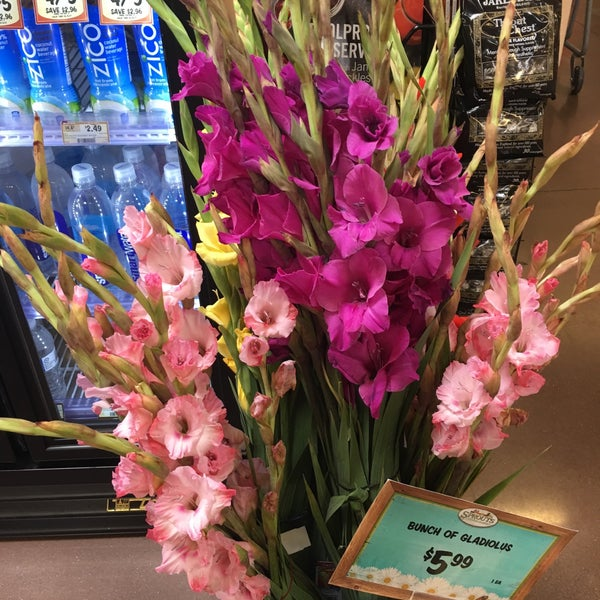 Photo taken at Sprouts Farmers Market by Laney M. on 9/29/2017