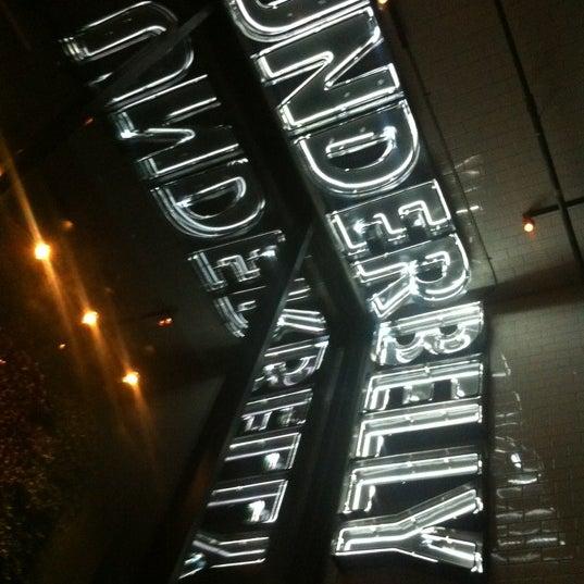 Photo prise au UnderBelly par Melissa B. le10/27/2012