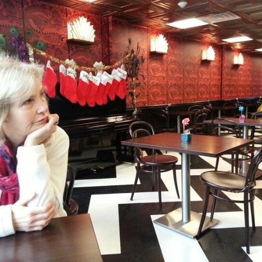 Foto scattata a Madame Zuzu's Tea House da Matt S. il 12/24/2012
