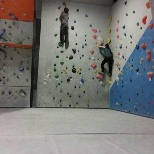 4/12/2015にKevan K.がSender One Climbing, Yoga and Fitnessで撮った写真