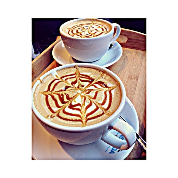 Das Foto wurde bei Cascada Coffee von Çağla A. am 3/5/2015 aufgenommen