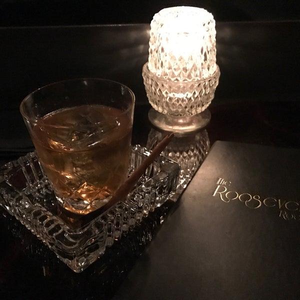 รูปภาพถ่ายที่ The Roosevelt Room โดย Ray L. เมื่อ 12/19/2017