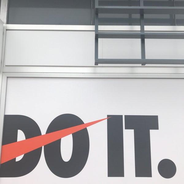 Emperador bancarrota Escéptico  Nike Factory Store - Sporting Goods Shop