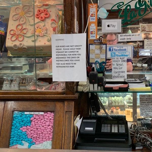 Foto tomada en LaGuli Pastry Shop por Mark H. el 6/30/2019
