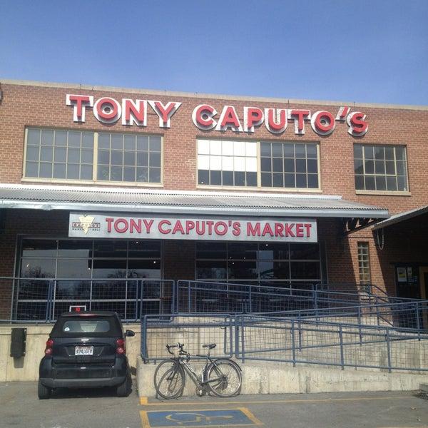 2/27/2013에 Scott D.님이 Tony Caputo's Market & Deli에서 찍은 사진