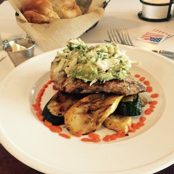 Photo prise au Bimini Boatyard Bar & Grill par David H. le5/7/2015