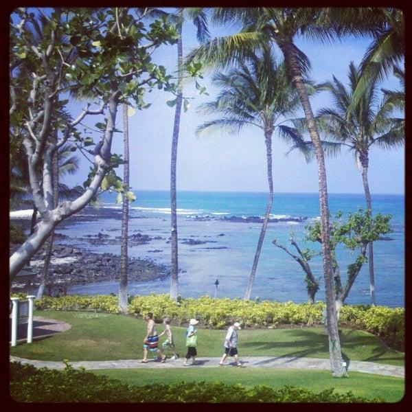Foto tomada en Hilton Waikoloa Village por Alexandra M. el 4/5/2012