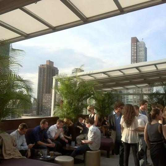 Снимок сделан в The Empire Hotel Rooftop пользователем Cindy M. 6/8/2012
