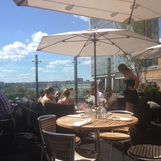 Das Foto wurde bei STK Rooftop von Brittney am 6/23/2012 aufgenommen