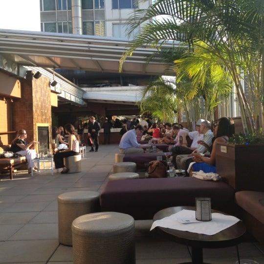 Снимок сделан в The Empire Hotel Rooftop пользователем Elias N. 8/16/2012
